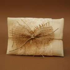 Gauze with lace and burlap favour / Μπομπονιέρα απο γάζα με δαντέλα και λινάτσα